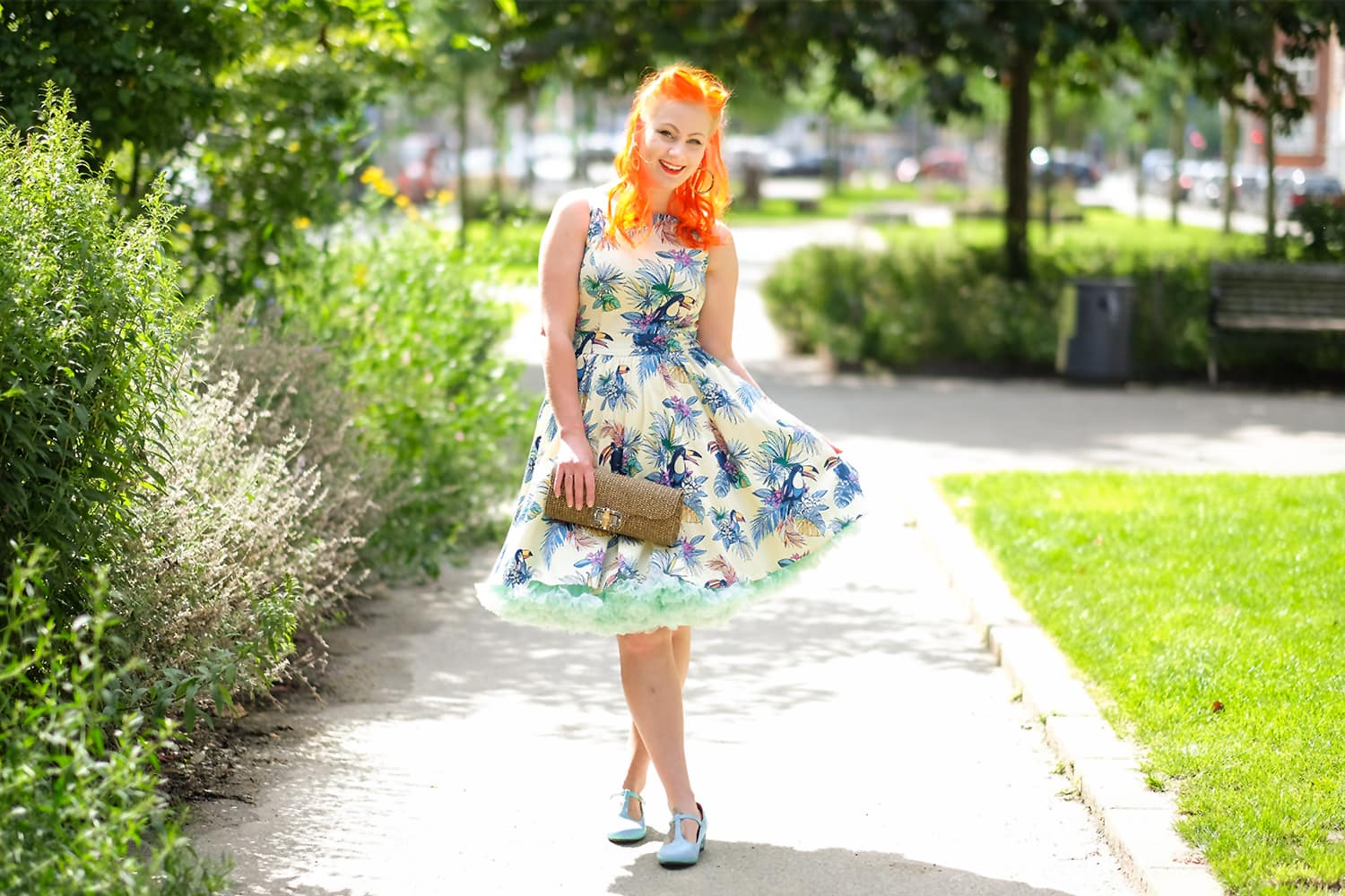 Lady V London The Sunshine Toucan Tea Dress og et Banned Apparel petticoat