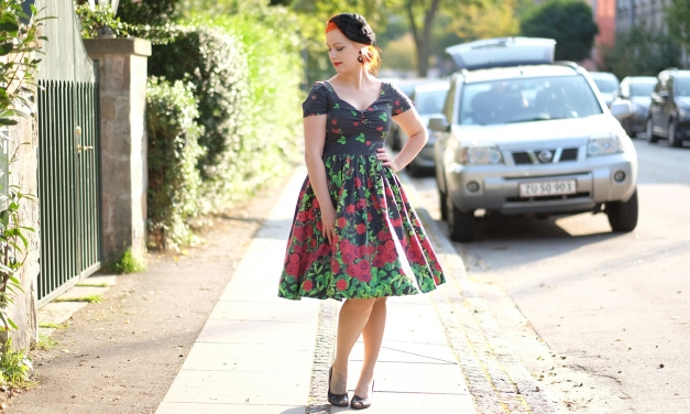A vintage feeling in a Unique Vintage Whitman Swing dress